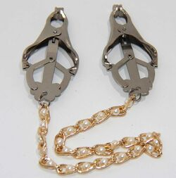 Cripple Nipple Clover Clamps Pearls & Chain